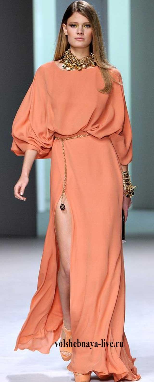 Персиковое платье в пол в русском стиле