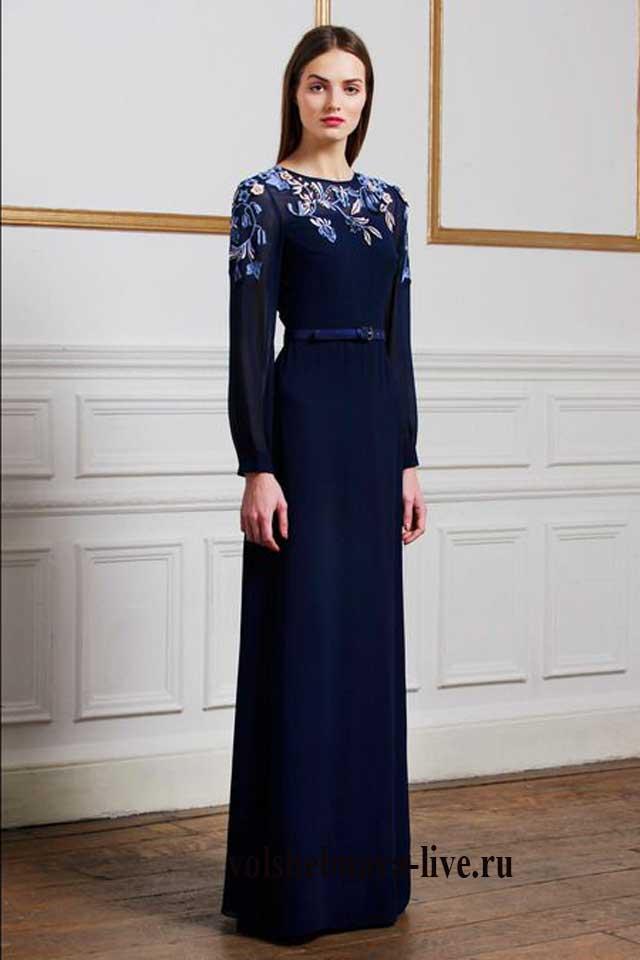 Синее платье в пол с вышивкой