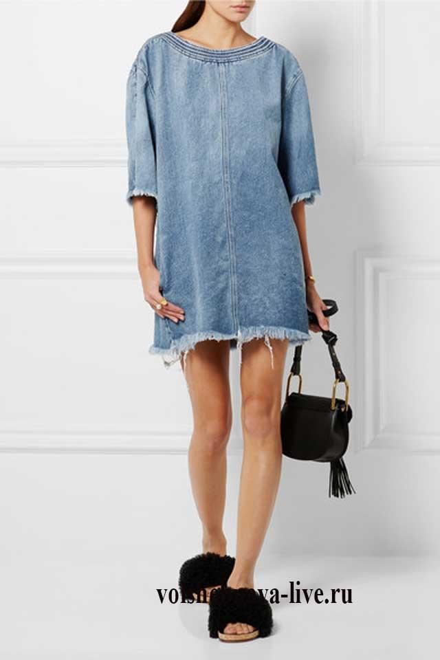 Короткое светлое платье рубашка из джинсовой ткани