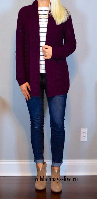 Кардиган бордового цвета с джинсами