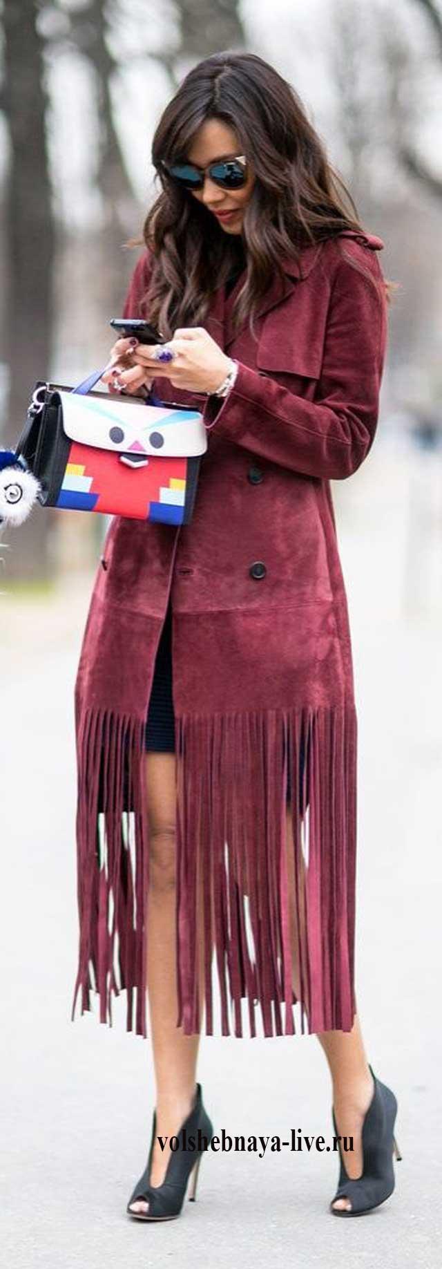 Пальто из замши с бахромой