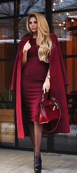 Платье цвета вишни и пальто