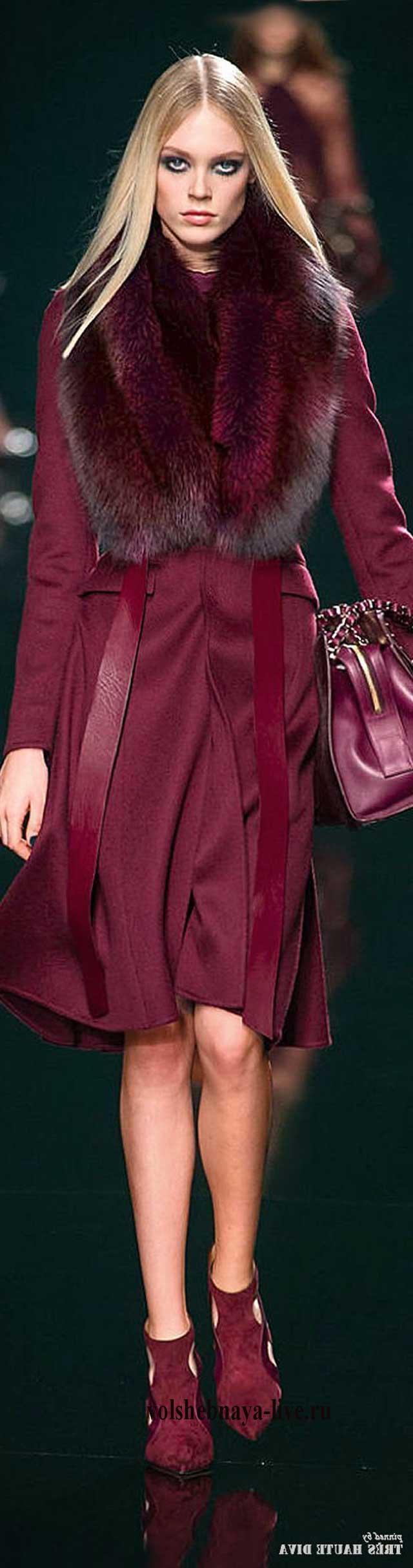 Шелковое бордовое пальто до колена