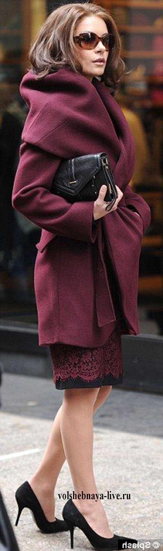 Образ с пальто бордового цвета и юбкой карандаш из кружева