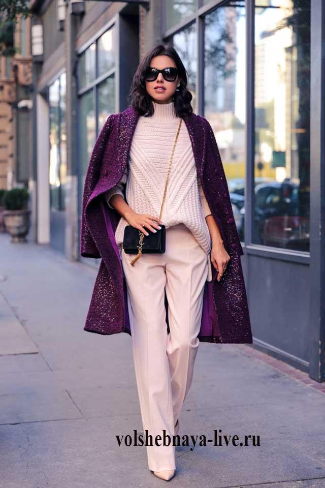 Сочетание бордового пальто и розовой одежды