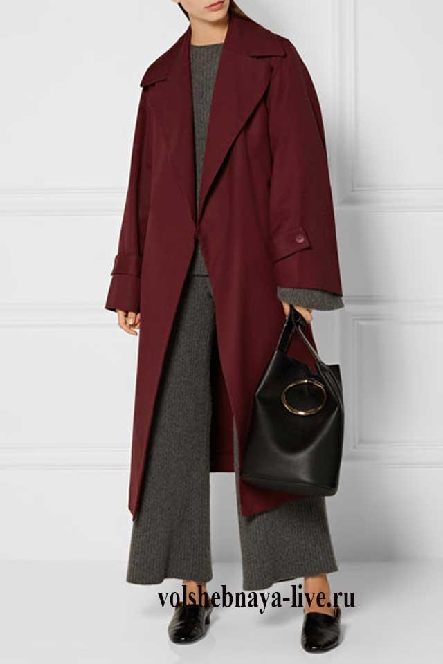 Бордовое пальто оверсайз под серые брюки