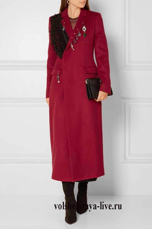 С какой обувью носить бордовое пальто