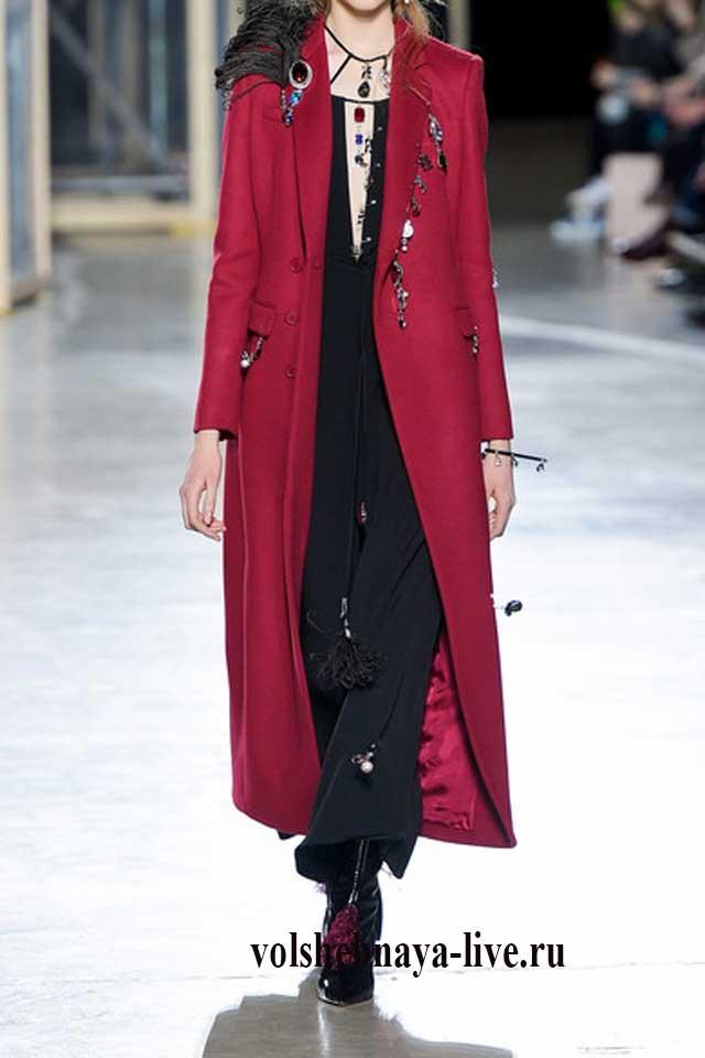 Длинное женское пальто бордового цвета с чем одеть