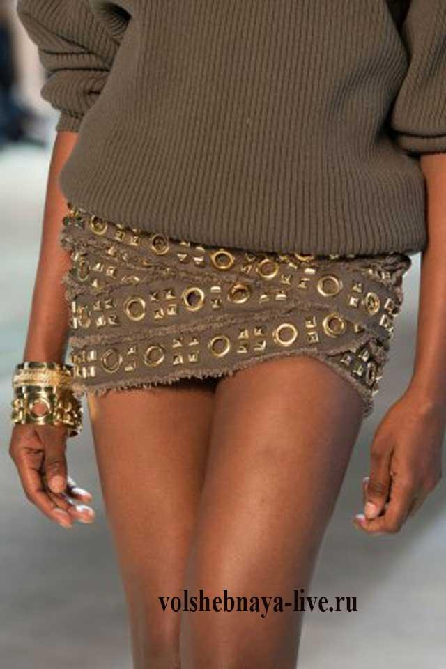 Мини юбка с украшениями из металлла