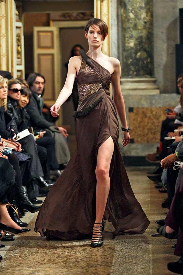 Вечернее платье оттенка Эмперадор