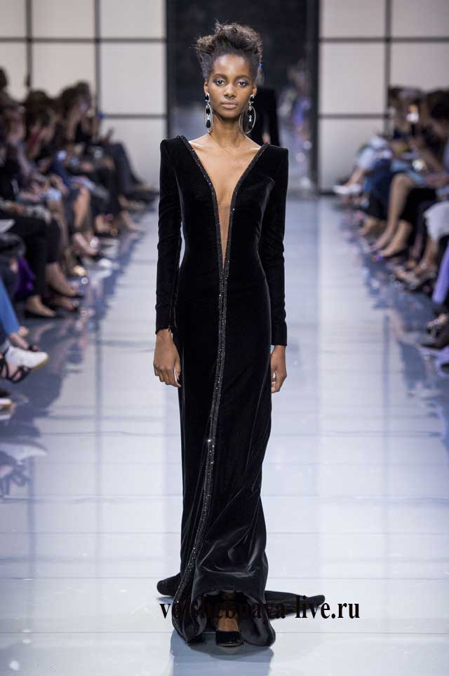 Черное, шикарное платье из бархата в пол. Показ Армани.