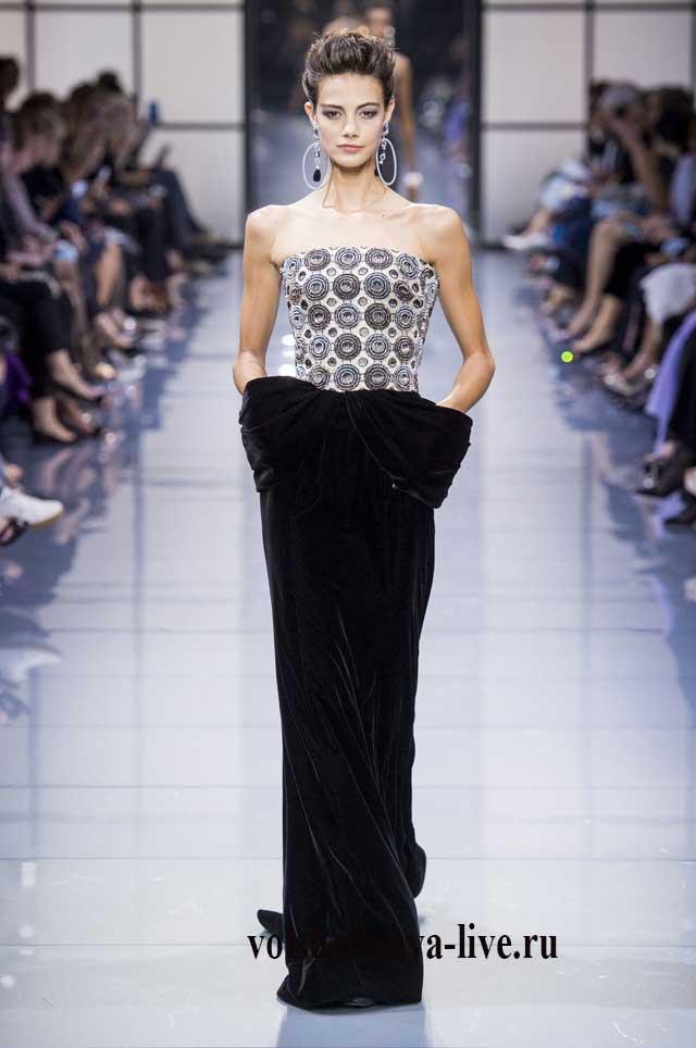 Платье с юбкой из черного бархата