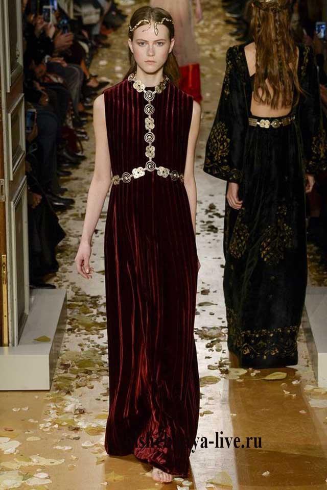 Бордовое бархатное платье в пол