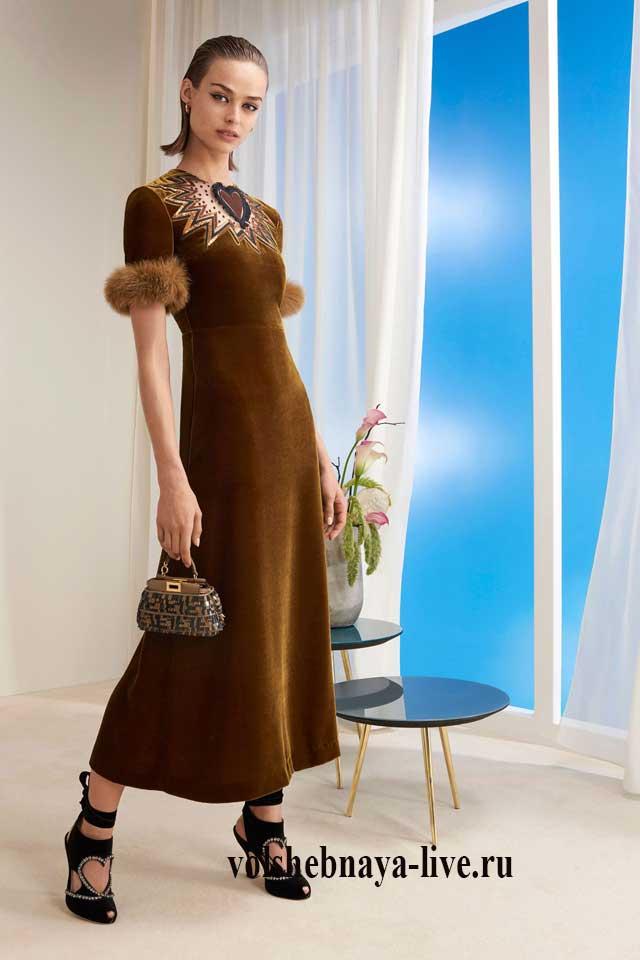 Горчичное бархатное платье