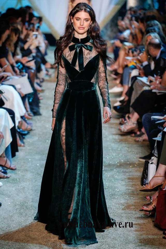 Красивое длинное платье из бархата