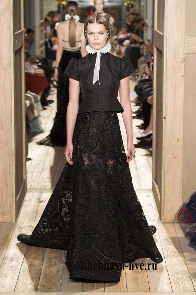 Черное кружевное платье от Валентино