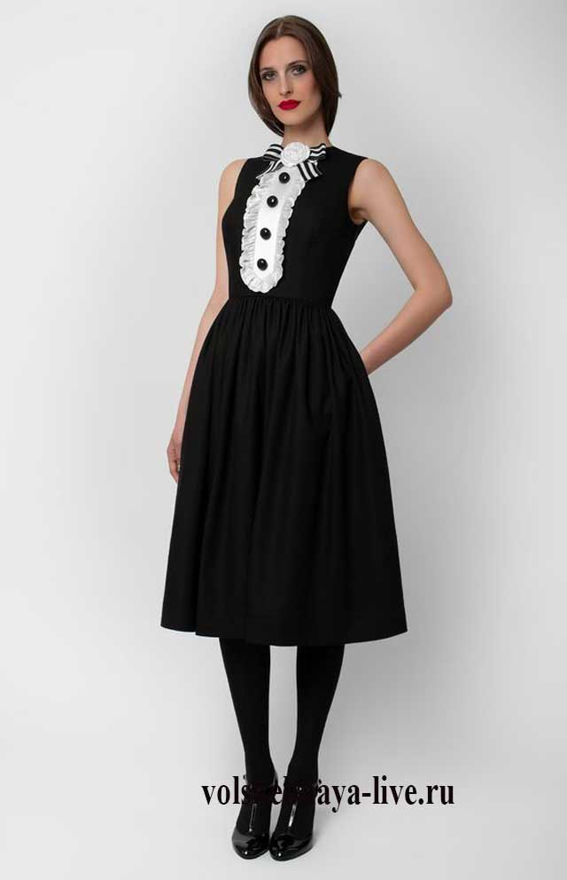 Черное платье с воротником жабо
