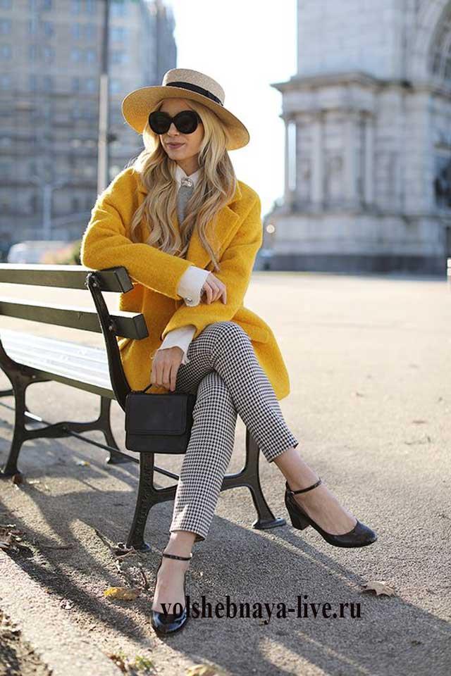 Образ со шляпкой и пальто горчичного цвета