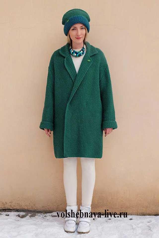 Вязаное пальто изумрудное