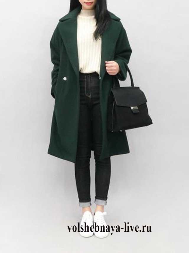 Изумрудное пальто под кроссовки