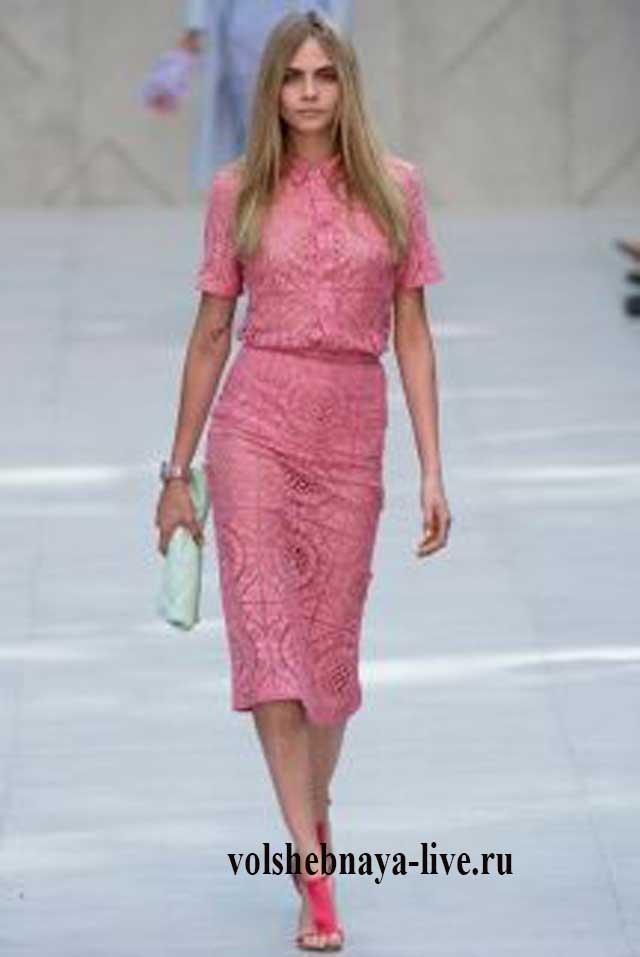 Розового цвета прямая юбка из кружева