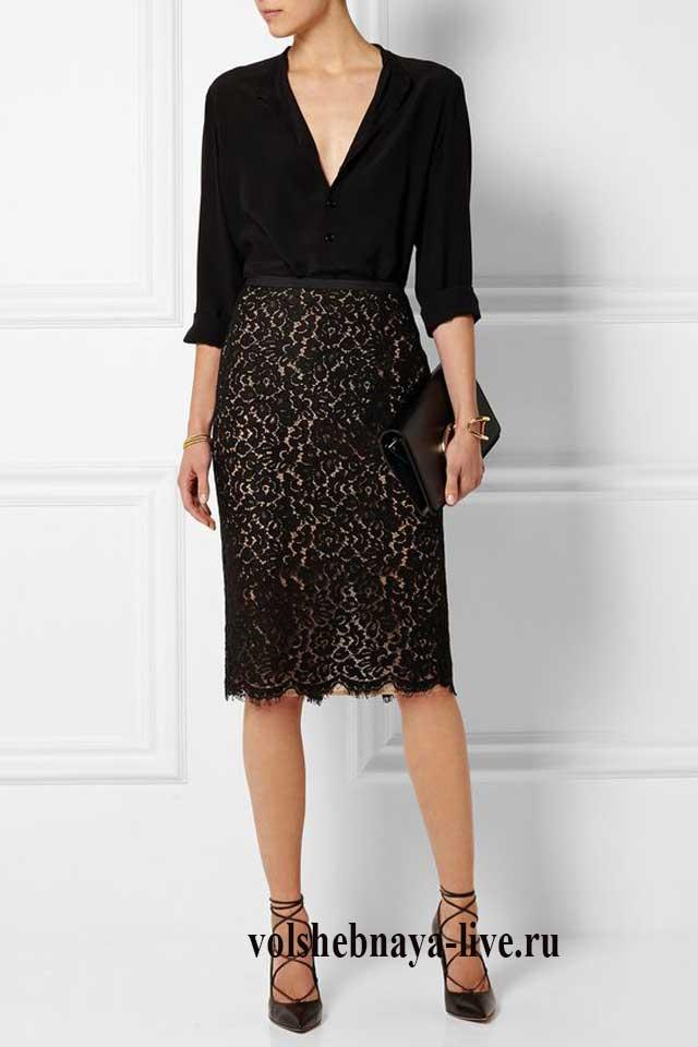 Черная блузка с кружевной юбкой