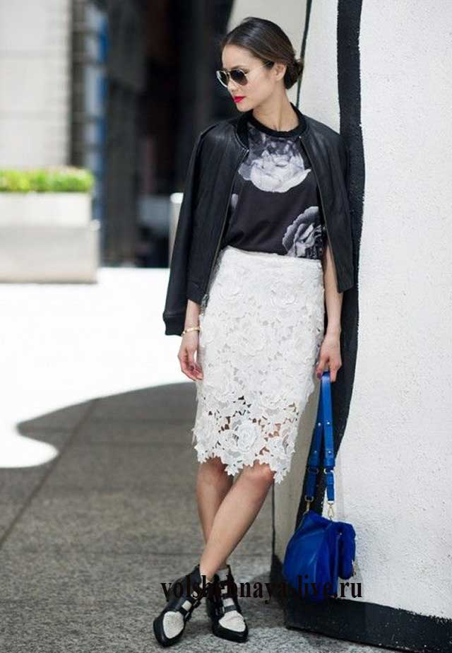 белая юбка карандаш из кружева с курткой бомбер