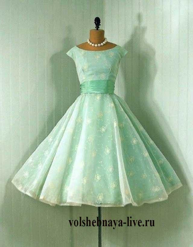 Винтажная модель мятного платья