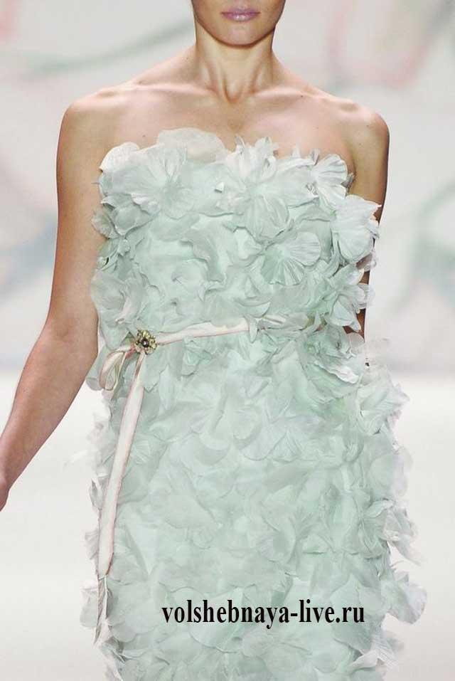 Вечернее платье бюстье мятного цвета