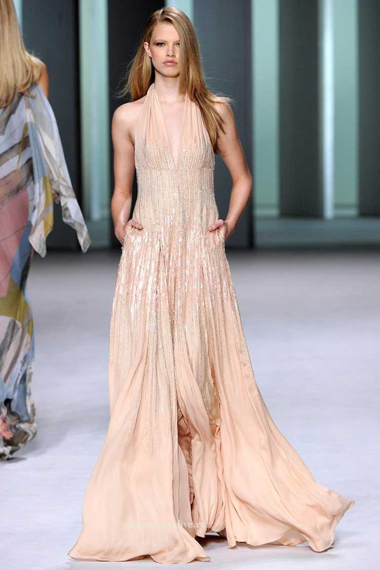 Длинное персиковое платье в паетках