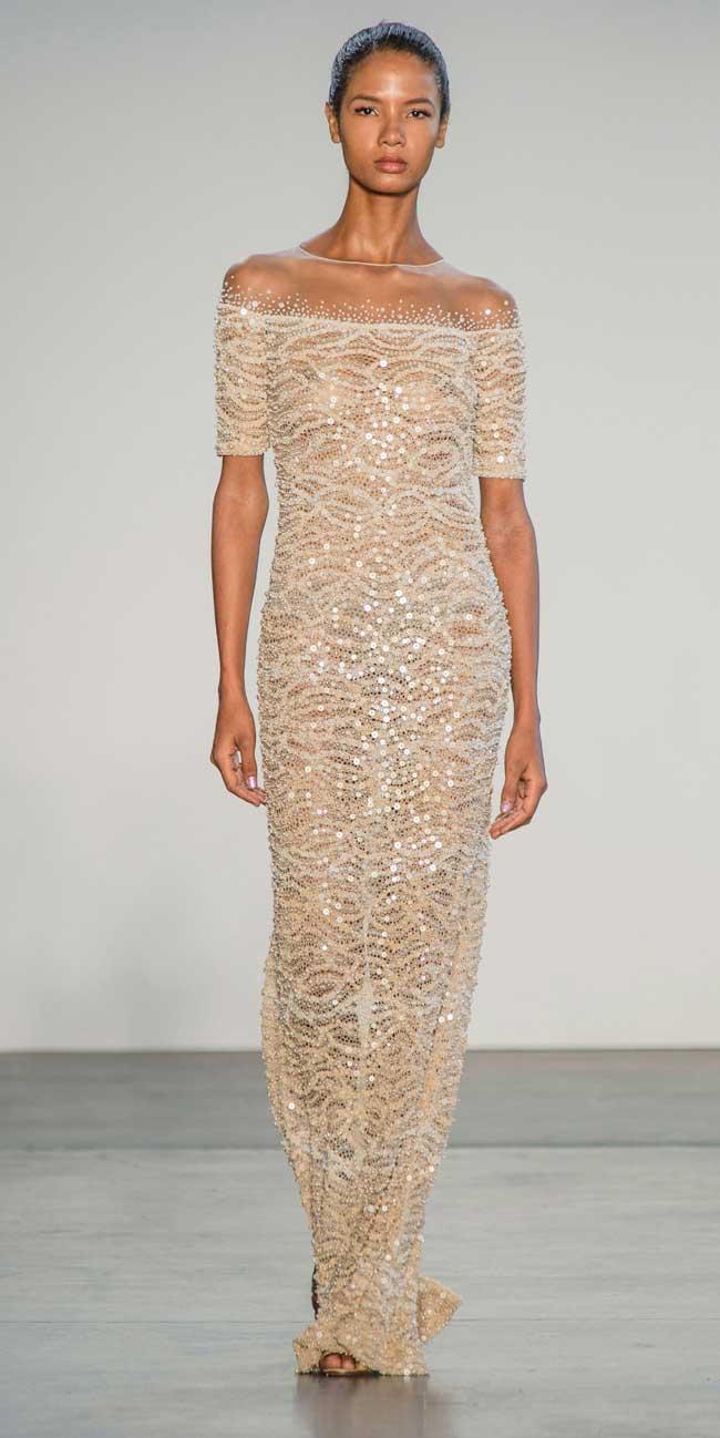 Платье в паетках длинное с открытыми плечами
