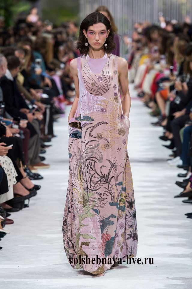 Розовое платье из бархата