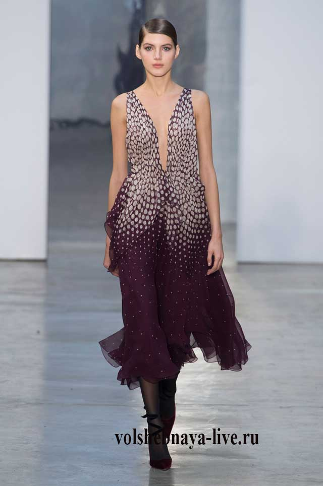 Платье с блестками цвета марсала