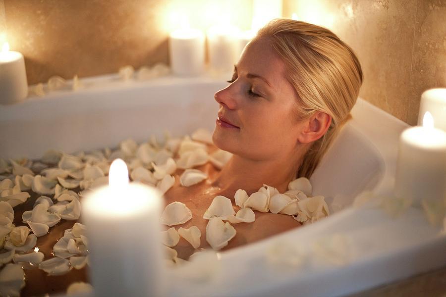 Принимаем ванну с эфирными маслами