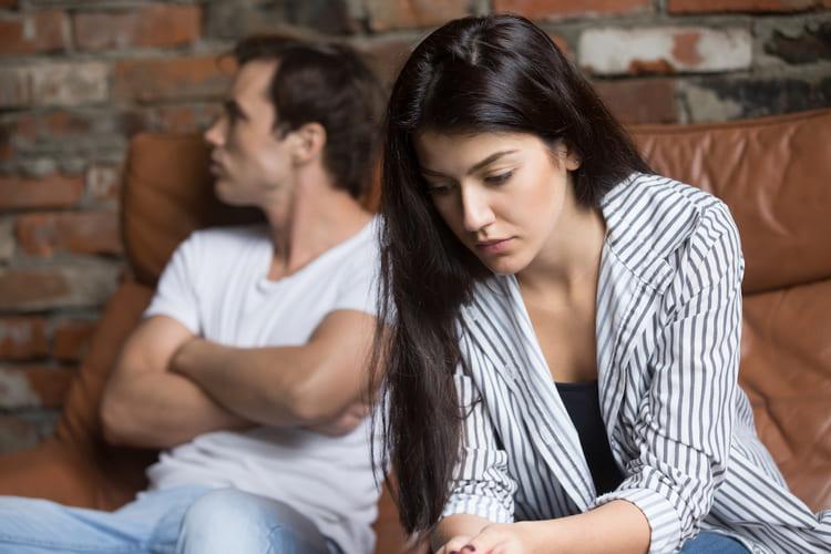 Мужчина уклоняется от общения и встреч с вами