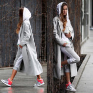 Образ пальто с кроссовками удобно и стильно