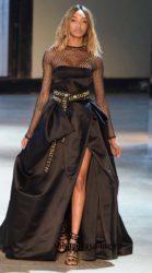 Черное шелковое платье с пышной юбкой