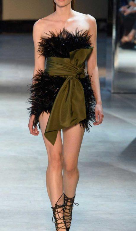Платье из перьев Показ Alexandre Vauthier Haute Couture, зима 2017