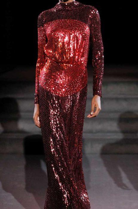 Красное платье в пол паеточное