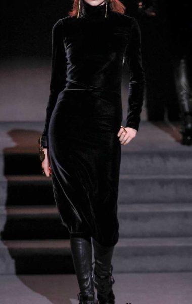 Бархатное платье простого кроя Tom Ford