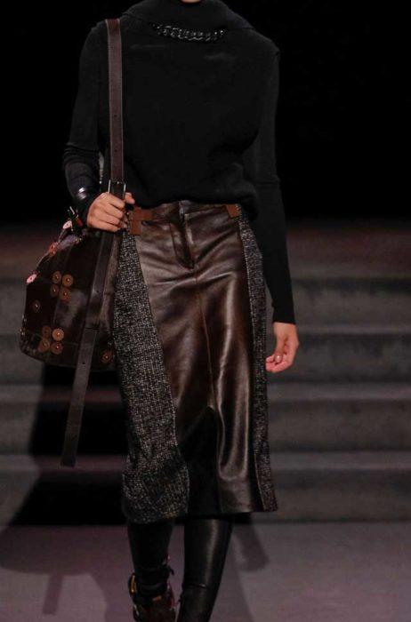 Лаконичный деловой лук Шикарный комплект с блузой из кожи Tom Ford зима 2017