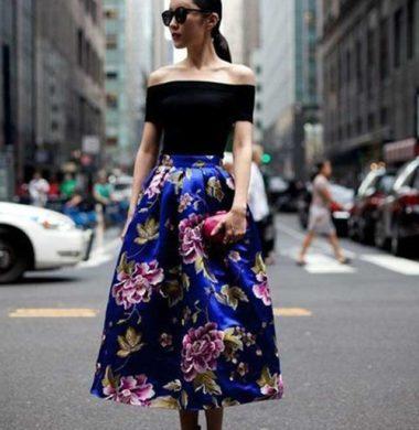 С чем носить синюю пышную юбку с цветами