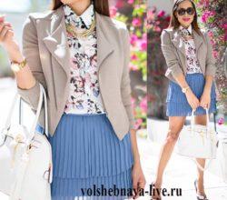 Плиссированная юбка- мини голубого цвета с пиджаком из кашемира
