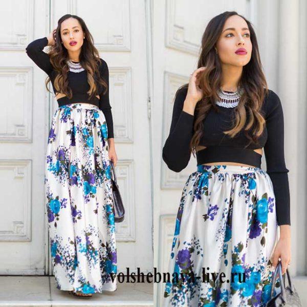 Атласная юбка в пол с цветочным принтом серая