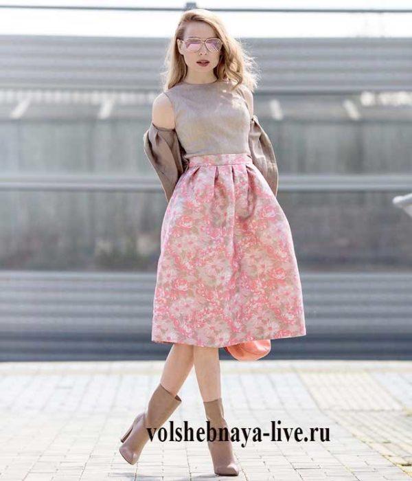 Светло розовая юбка с цветами