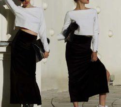 Образ с черной юбкой с разрезом из бархата и белыми кроссовками