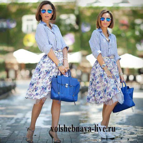 повседневный образ с юбкой в цветах и рубашкой из джинса