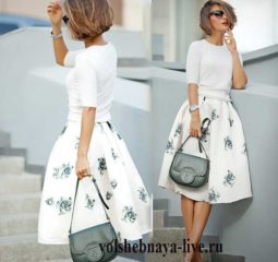 Пышная белая юбка миди в серых цветах под туфли серебристого оттенка