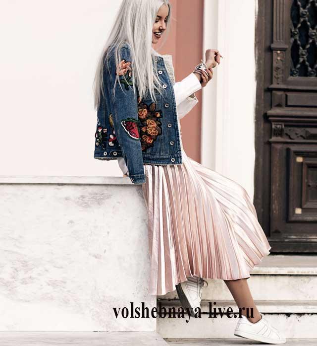 e633f7c2385 Бежевая юбка- плиссе и джинсовая куртка с вышивкой - volshebnaya-live