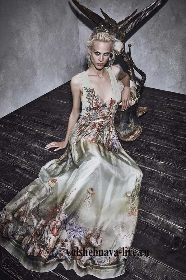 Бежевое шелковое платье Alberta Ferretti resort 2017